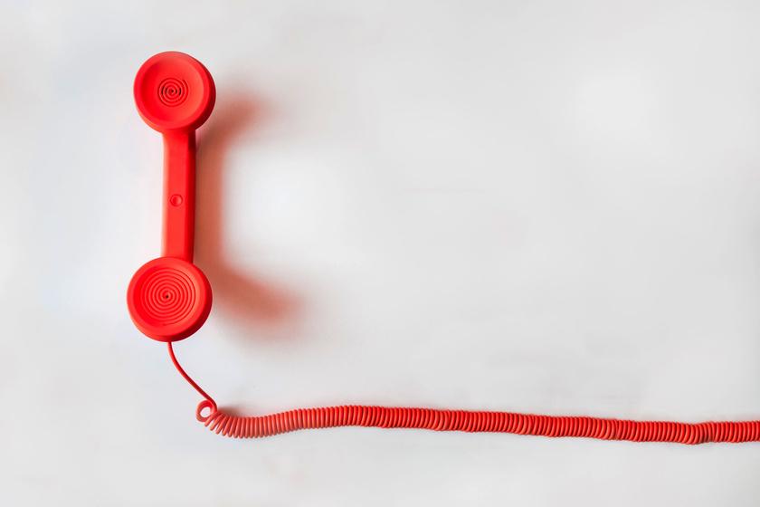 piros-telefon
