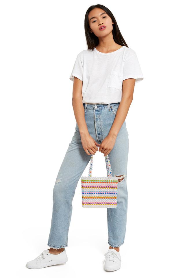 A Susana Alexandra 195 dollárt, körülbelül 51 ezer forintot kér egy ilyen műanyag táskáért.