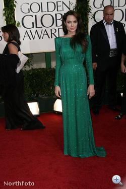Angelina Jolie az új divatszínben.