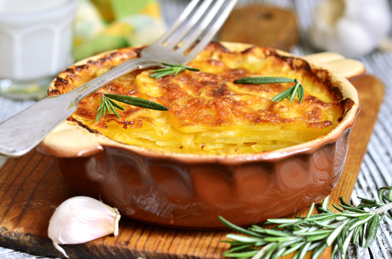 Négysajtos, tejszínes rakott krumpli darált hússal: vastag sajtréteggel a tetején