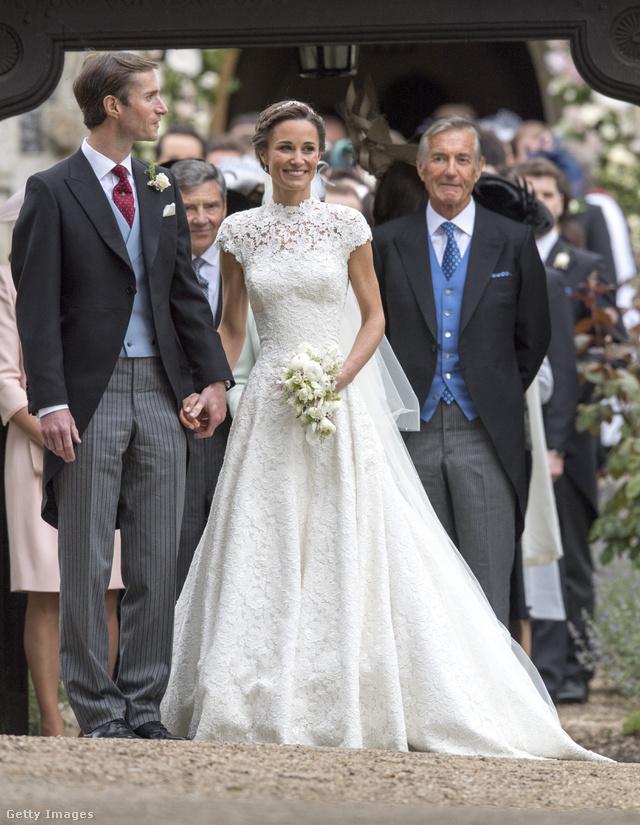 Ebben a klasszikus fazonú Giles Deacon menyasszonyi ruhában ment férjhez Pippa Middleton májusban.