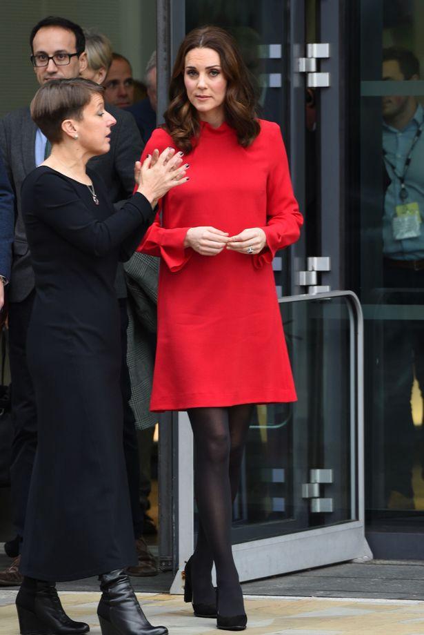 Többször is felvehetne ilyen élénk színű ruhákat Katalin hercegné - a rajongók ezúttal is el voltak ragadtatva a szettjétől.