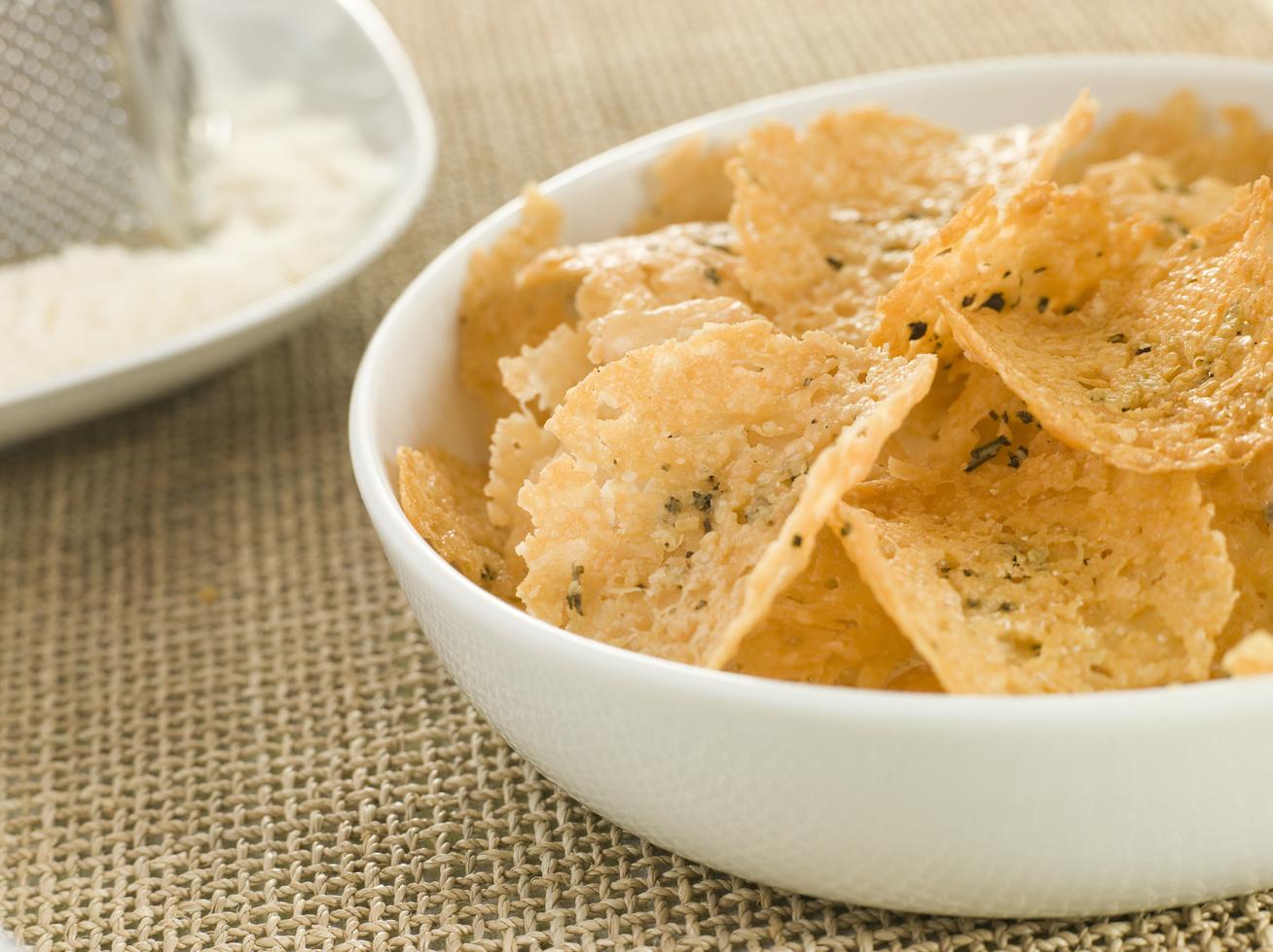 Ropogós parmezánchips sütőben sütve: itt az új snack krumpli helyett