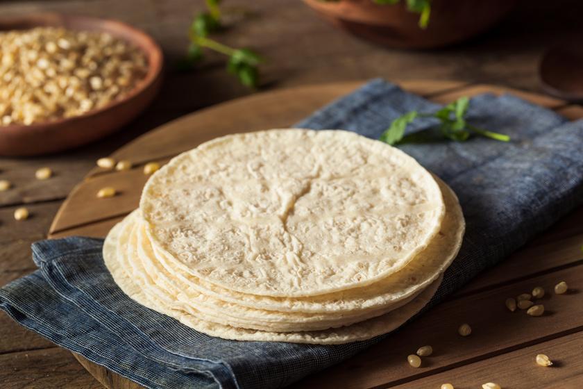 Friss, házi tortillalapok serpenyőben sütve: nem kell hozzá 30 perc