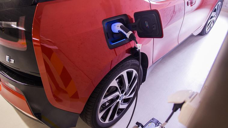 Az akksik túlélik a villanyautót – mondja a BMW szakértője