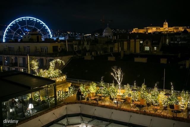 Az Aria Hotel Budapest panorámaterasza – főleg örökzöld szigetként – ráadásul igazán Insta-pozitív.