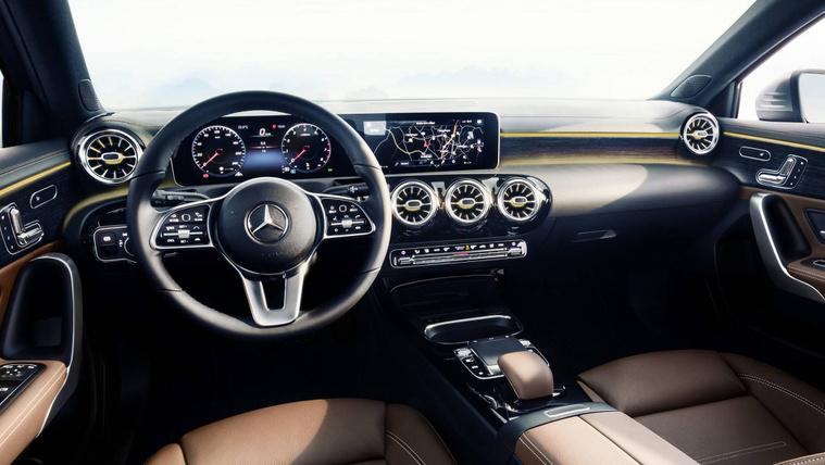 Megmutatták a kis Mercedesek új műszerfalát