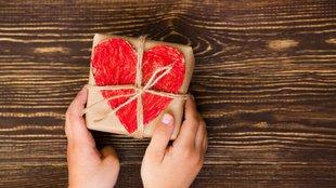 5 tipp adakozásra, ha nincs egy vasad sem