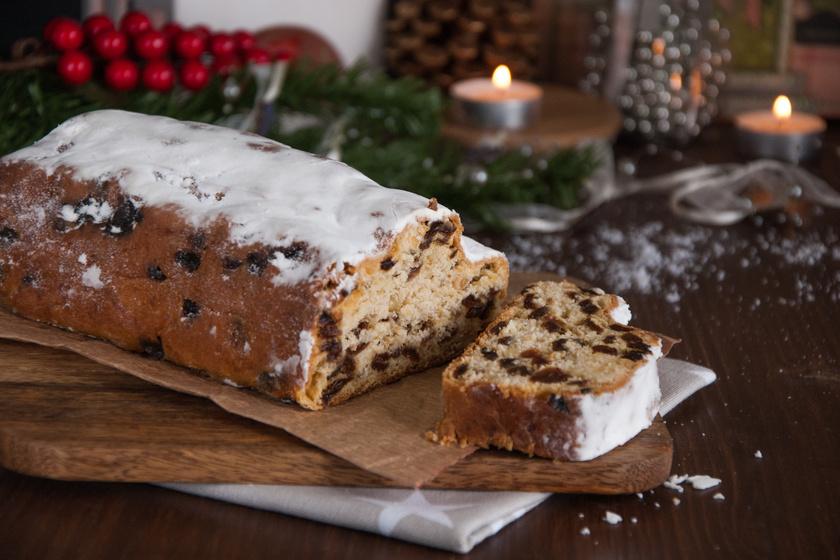 Így készül az illatos, puha karácsonyi gyümölcskenyér: kevert tésztából, a legegyszerűbben