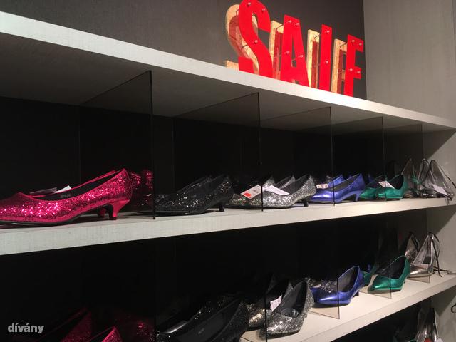 Szilveszteri topánok minden mennyiségben.