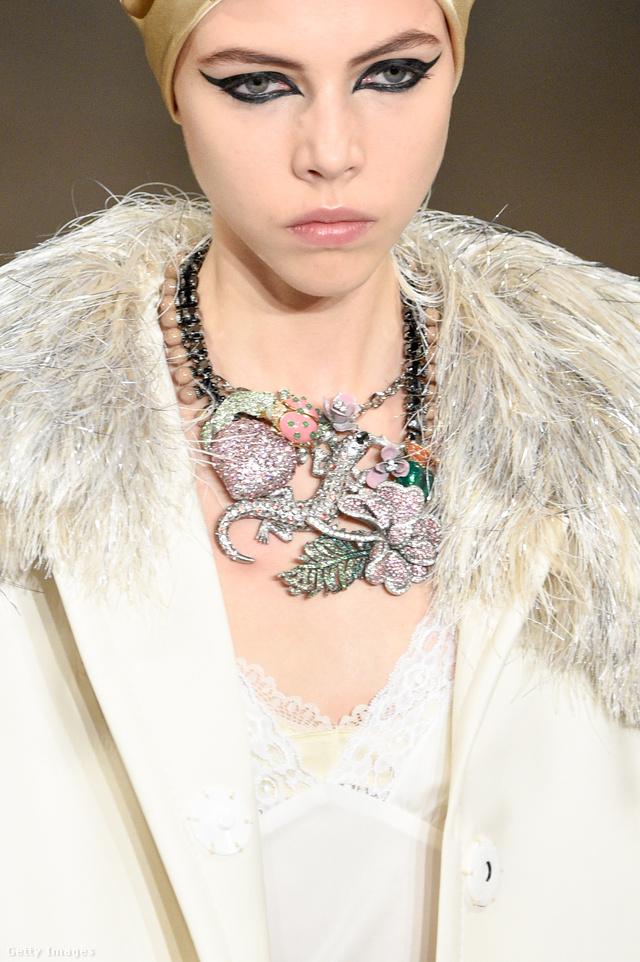 Gekkós nyaklánc Marc Jacobs kifutóján New Yorkban.