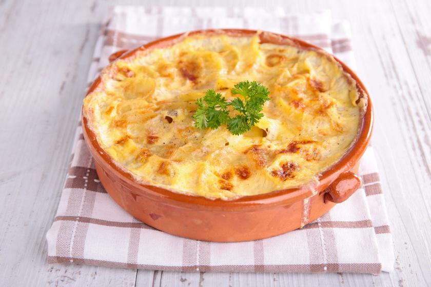 Darált húsos rakott krumpli dupla adag sajttal: krémes és szaftos lesz