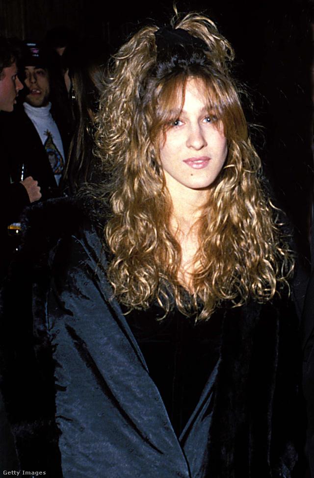 Sarah Jessica Parker 1988-ban ilyen hajgumival járt díjátadókra, szóval izgalmas vörös szőnyeges szezon előtt állunk!