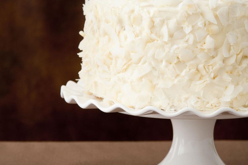 Tejszínes kókusztorta puha piskótából: így lesz magas a tészta