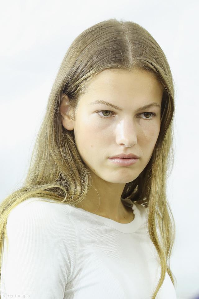 Természetes hatást keltő sminket kaptak Isabel Marant modelljei Párizsban.