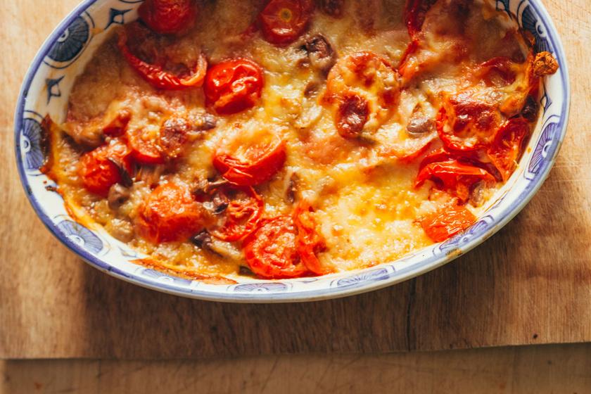Olaszos rakott krumpli paradicsomszósszal és sajttal sütve