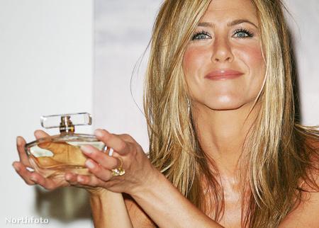 Jennifer Aniston és a parfüm a londoni bemutatón