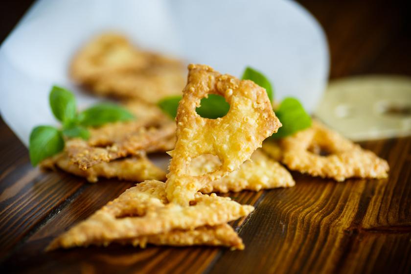Házi sajtos ropogós 4 hozzávalóból – fantasztikus nass a legegyszerűbben
