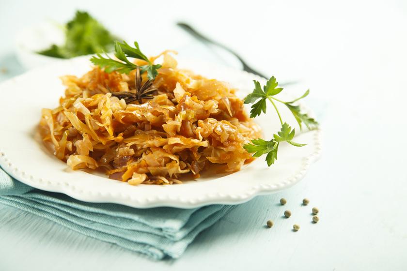 Így készül az ízletes lengyel húsos káposzta, a bigos