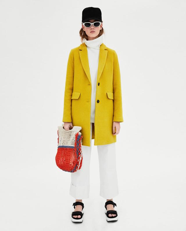Ez a zsebes kabát 19.995 forint a Zarában.