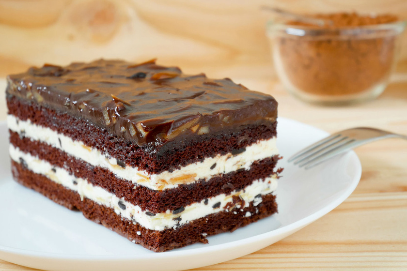 Olcsó és finom csokis-tejfölös süti - Imádni való finomság a legegyszerűbben