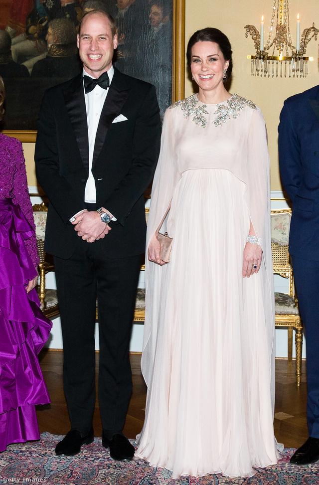 Egyedi készítésű Alexander McQueen kismama ruha a királyi család tiszteletére adott partin Oslóban.