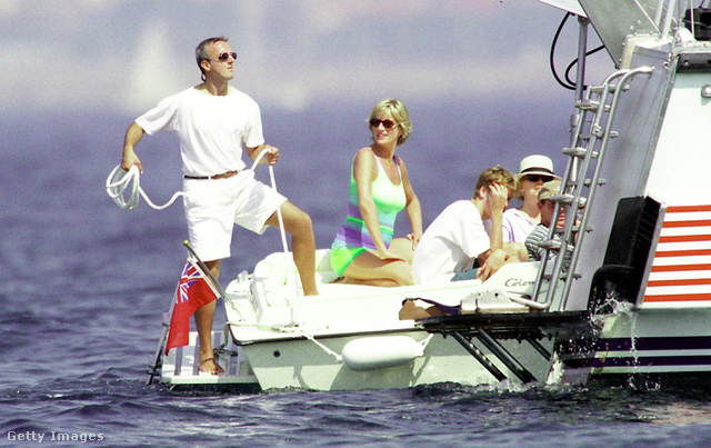 A sajtót érdekelte Diana hercegnő Dodi Al Fayed-el való viszonya is. 1997-ben egy St. Tropez-i nyaralásra is követték a párt. Többek szerint a nyomukba eredt paparazzik okozták a halálukat a párizsi Alma-rakpart aluljárójánál is 1997 augusztusában.