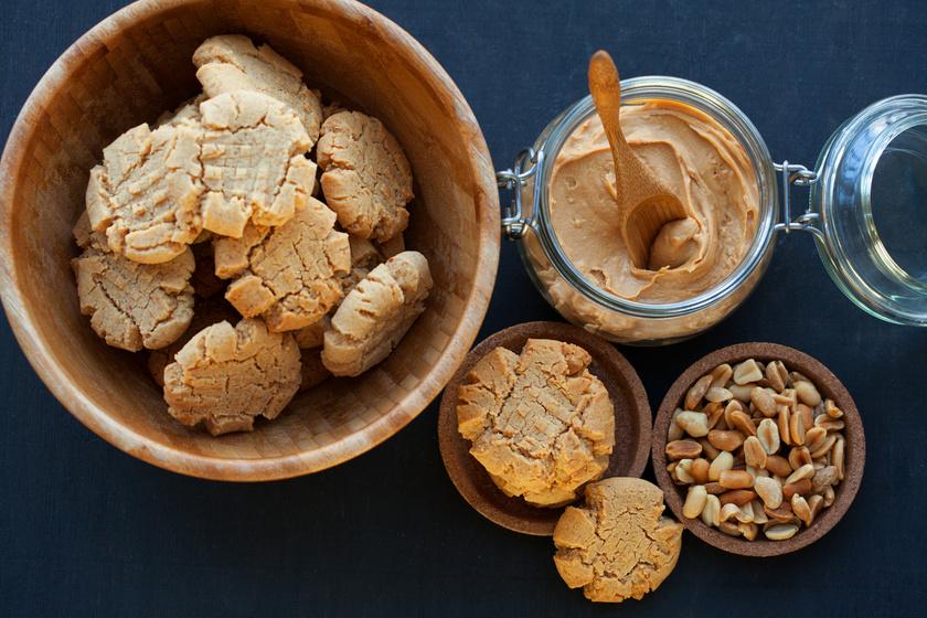 Omlós, mogyoróvajas házi keksz mindössze 3 hozzávalóból