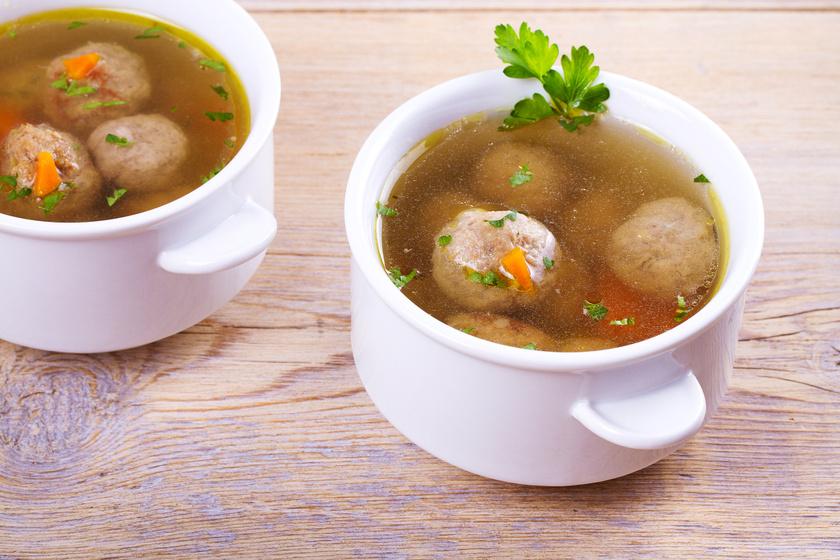 Testet és lelket is melengető húsgombócleves sok zöldséggel - Így nem esik szét a gombóc