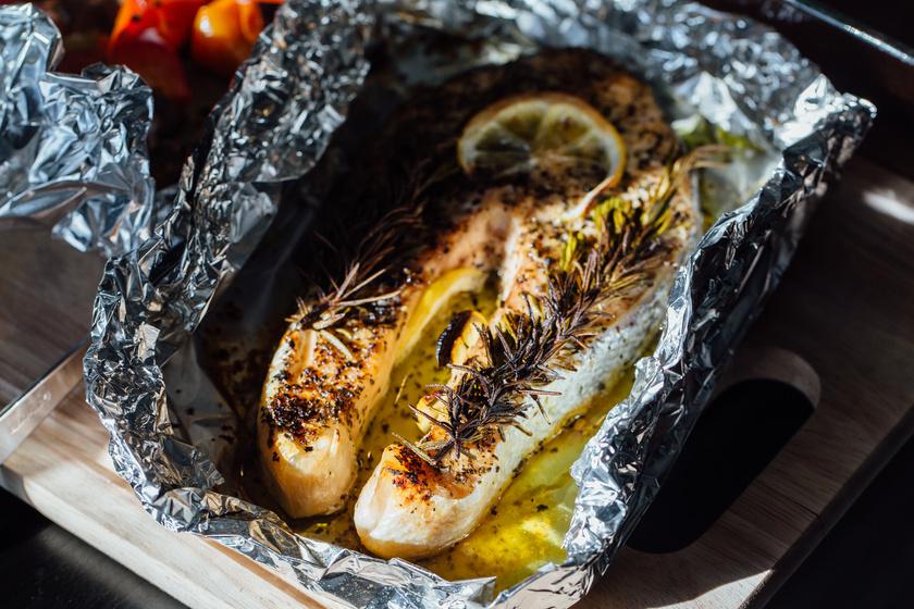 Fóliában sült, citromos, fűszeres halszelet: vajpuha lesz, és igen finom