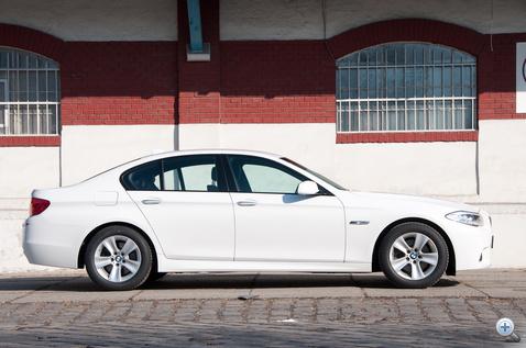 Ezek a korrekt BMW-arányok. Hosszú orr, erős, tömör far