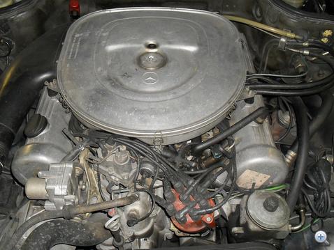 V8, és nem műanyag a levegőszűrő-ház!