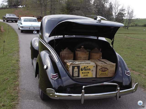 051000 03z+1940 ford tudor coupe+trunk view