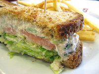 Tonhalkrémes szendvics