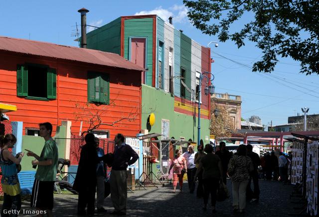 Az argentín főváros, Buenos Aires egyik legrégebbi negyedének első lakói bevándorló spanyolok és olaszok, főleg genovaiak voltak, akik később a negyed kikötő raktáraiban dolgoztak.