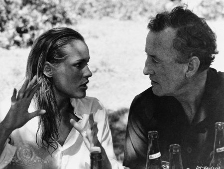 Ursula Andress és Ian Fleming a Dr. No forgatásán (forrás: MGM)