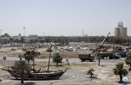 A bahreini vezetés már napok óta fenyegetőzött azzal, hogy lerombolják az ellenzék szimbolikus helyszínének számító Gyöngy-emlékművet