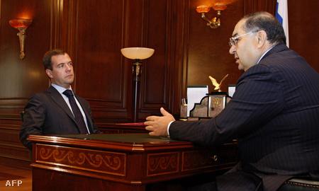 Dimitrij Medvegyev és Alisher Usmanov