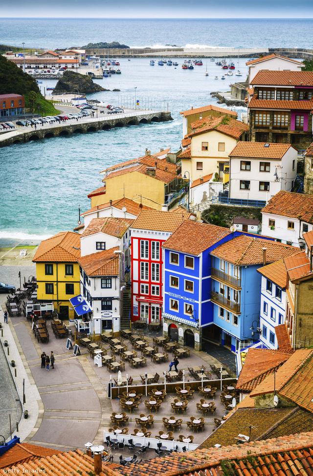 A hegyoldalba épült színpompás házakban gazdag halászfalu kikötőjének bárjai és éttermei tökéletesen visszaadják azt az életérzést, ami miatt érdemes ilyen dél-európai kisvárosba élni vagy látogatni.