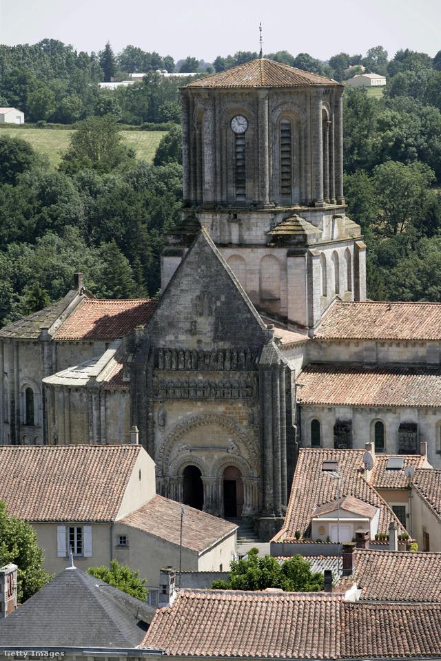 A közel 860 fős középkori várost nem lakják többen 860 főnél. A Loire-mente régióban található Vouvant megkapta Franciaország Legszebb Kisvárosának díját, de ismert a 14.századi hídjáról és gyönyörű székesegyházáról is.
