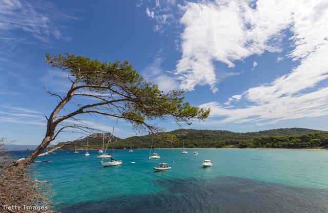 Autómentes sziget, Porquerolles                         A francia Riviéra egyik legszebb strandjai között tartják számon porquerolles-it, ami főleg azoknak ajánlott, akik megkímélnék magukat a Riviéra strandjainak zsúfoltságától.