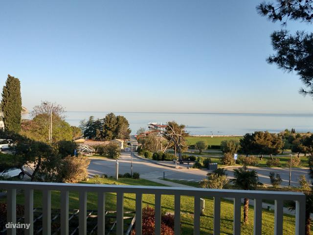 Kilátás a Mirta Hotelből a strandra, Izola