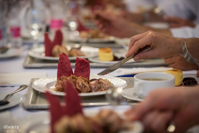 A többi pedig a közétkeztetésben dolgozó szakácsok fantáziájára volt bízva.