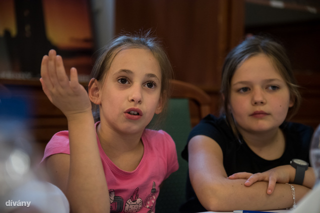 Lara és Lotti például pizzát szeretne ebédelni.