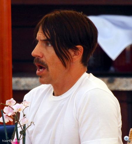 Így kezdte Anthony Kiedis 2011 áprilisát