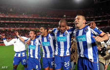 Örülnek a Porto játékosai, mert - bár még öt meccs van hátra - már megnyerték a portugál bajnokságot