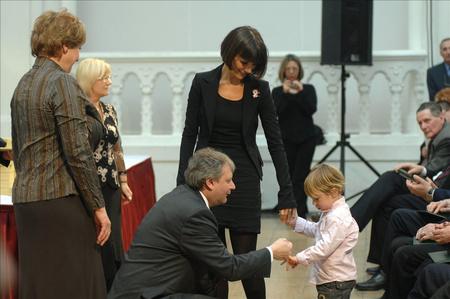 Balázsovits Edit kisfiával