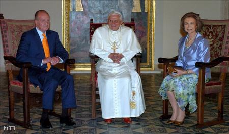 I. János Károly spanyol király és felesége, Zsófia királyné fogadja XVI. Benedek pápát