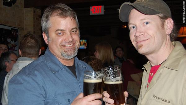 J. Wilson (jobbra) 46 napos sördiétájával tíz kilót fogyott
