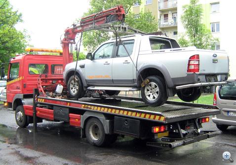 Lopott Ford lopott rendszammal 110501 NAKE105